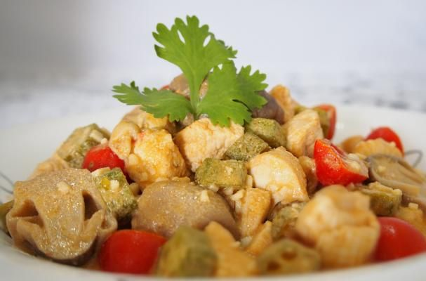 Appetizing Stir-Fried Tom Yum Chicken |  I love slurping a bowl of spicy and sour Tom Yum Kung as it kinda opens up my appetite for a good meal.