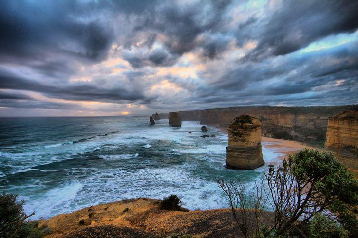 Les 12 apôtres australiens Localisation: Port Campbell, Victoria, Australie. Taille: Le plus grand «apôtre» culmine à 46m de hauteur. Particularité: Malheureusement depuis 2005, il n'y a plus que 8 apôtres après l'effondrement d'un énorme stack de 50m… Ces surprenantes tours de calcaire situées dans la Great Ocean Road australienne font partie des sites les plus...