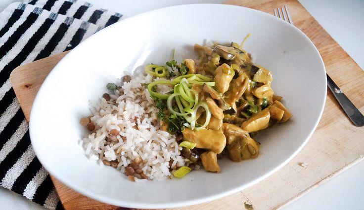 Makkelijk recept voor kip kerrie met aubergine, paddenstoelen en prei