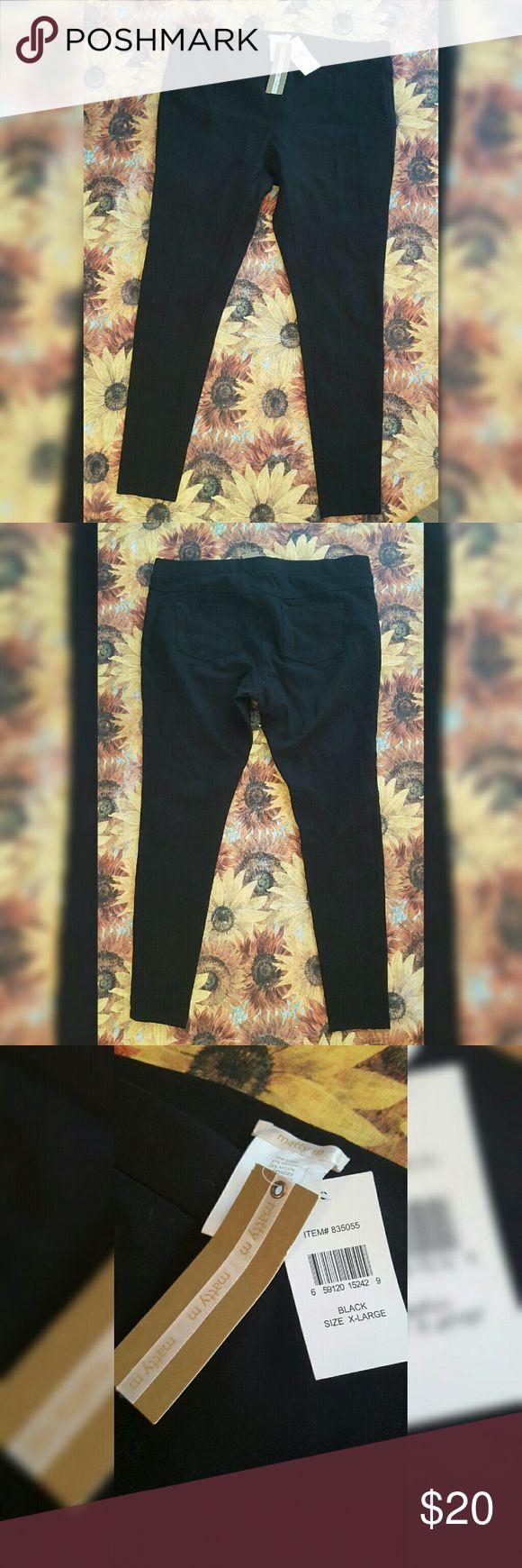 Thick Black Leggings NWT Great quality leggings. Seams down front on legs, pockets in back. Elastic waist. Matty M Pants Leggings