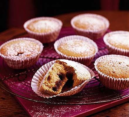 Little mince pie cakes, just the thing to make with homemade mincemeat, much easier than mince pies!