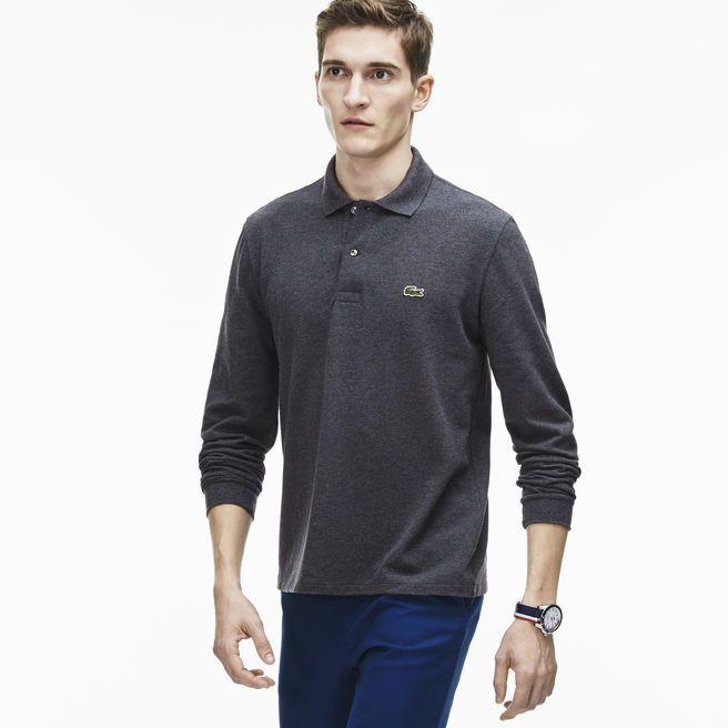 Realizzata in maglia chiné di alta qualità, questa polo si distingue per la sua morbidezza e il suo comfort. Ideale con pantaloni di tela e un paio di sneakers della collezione.