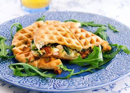 En jättegod och lite rolig variant på varm smörgås. Dessutom är den vegetarisk!