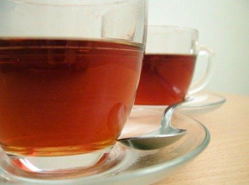 """Benalu Tee tötet Krebszellen ab Der Benalu Tee, der aus einer parasitären Pflanze (Scurrula atropurpurea), welche die Teepflanze """"Thea sinensis L"""" befällt, gewonnen wird, ist im ostasiatischen Raum seit vielen Jahrhunderten ein Heilgetränk mit besonderer Wirkung. Dem Benalu Tee werden unter anderem heilende Eigenschaften bei Schwellungen, Blutungen, Entzündungen, Rheuma, Asthma und sogar bei Krebs nachgesagt. Wie die Internetseite Tee-Magazin.de berichtet, haben japanische Wissenschaftler…"""