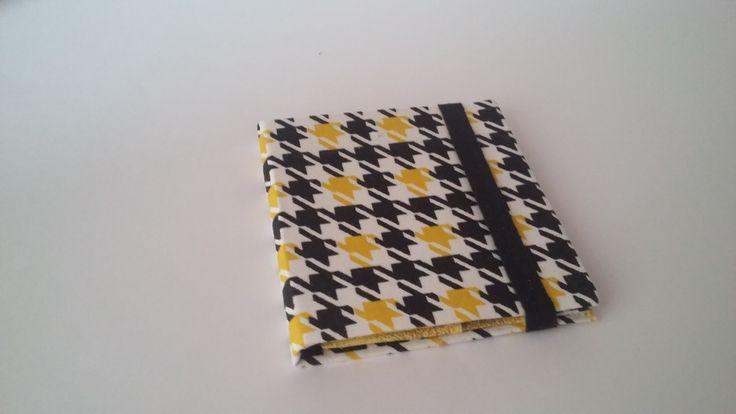 Produzida por Kau & Malu. Em cores variadas. Dá para 4 cartões. R$ 15,00 Tamanho: 9,0 x 8,5