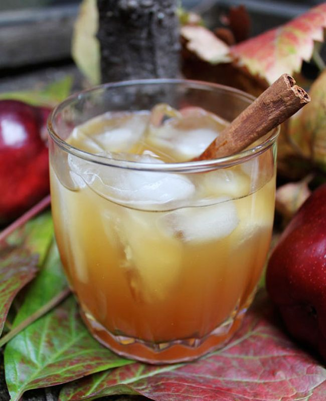 Apple Cinnamon Whiskey  Photo: Wedding Bells // Featured: The Knot Blog