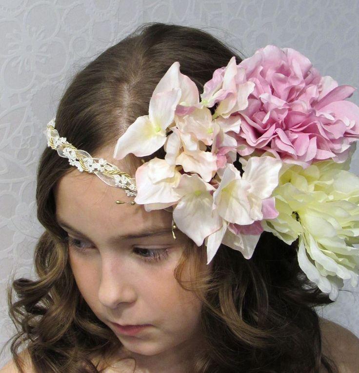 Canotier y tocados florales para niñas con mucha personalidad y estilo que saben lucir las últimas tendencias con gracia y elegancia