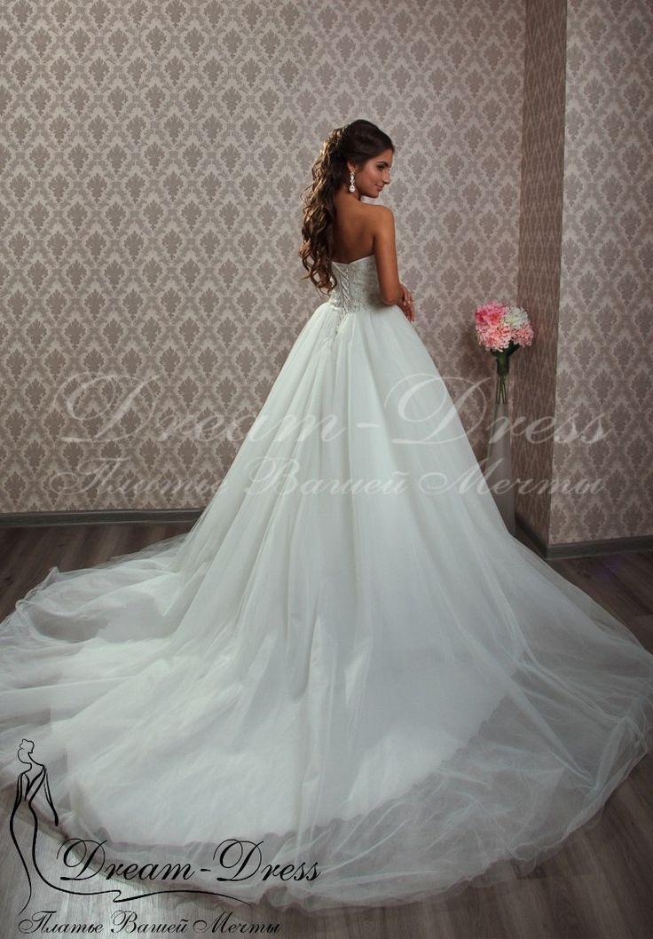 Arlyn / Свадебное платье выполнено из шелкового фатина, корсет расшит вручную. В наличии цвет айвори, размер 42-44-46, на спине шнуровка. Изделие может быть выполнено в любом цвете и размере с любыми изменениями.