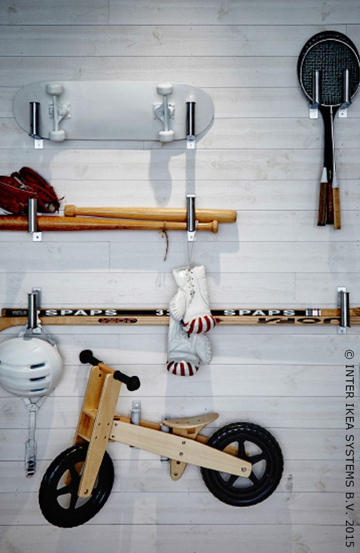 Het is waanzinnig wat je allemaal niet met WC-rolhouder GRUNDTAL kunt doen om je huis te organiseren. Ontdek onze eenvoudige of en kleurrijke ideeën. #IKEABE #IKEAidee #DIY