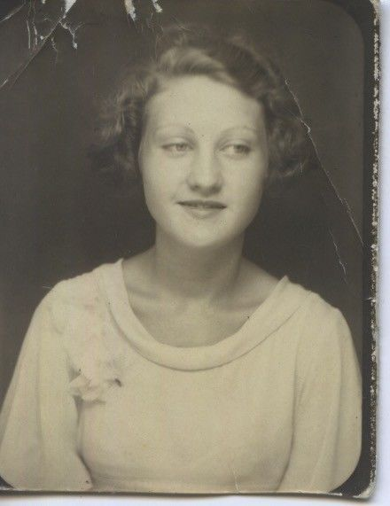Vintage photo booth portrait. YOUNG WOMAN.