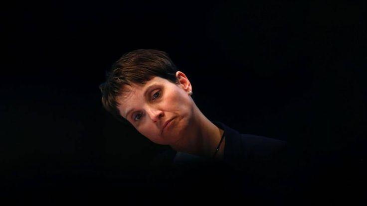 Frauke Petry beim AfD-Parteitag in Köln. Zerlegt sich die AfD gerade selbst? #vorunruhestand