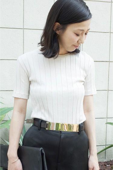 WIDE-RIB Tシャツ  WIDE-RIB Tシャツ 11880 今シーズンのマストアイテムのリブTシャツ 柔らかいコットン素材を使用した着心地の良い風合い 適度に体にフィットする女性らしいシルエットがカジュアルボトムにも相性の良いポイント 色違いで揃えたくなる優秀Tシャツです 取り扱いについては商品についている洗濯表示にてご確認下さい 店頭及び屋外での撮影画像は光の当たり具合で色味が違って見える場合があります 商品の色味はスタジオ撮影の画像をご参照下さい ベージュ着用スタッフ身長:160cm 着用サイズフリー モデルサイズ:身長:165cm バスト:73cm ウェスト:58cm ヒップ:85cm 着用サイズ:フリー