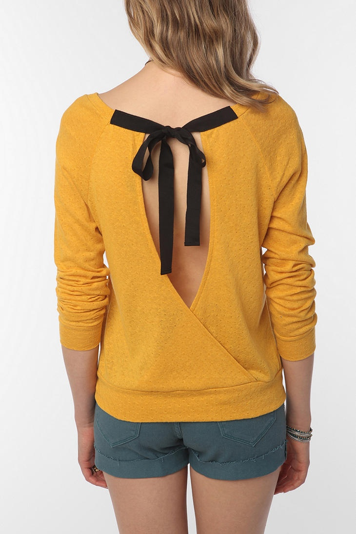 The back of this sweater shirt is so adorable! Show off your back or pair with an under tank! Plus the shorts look cute with the yellow!