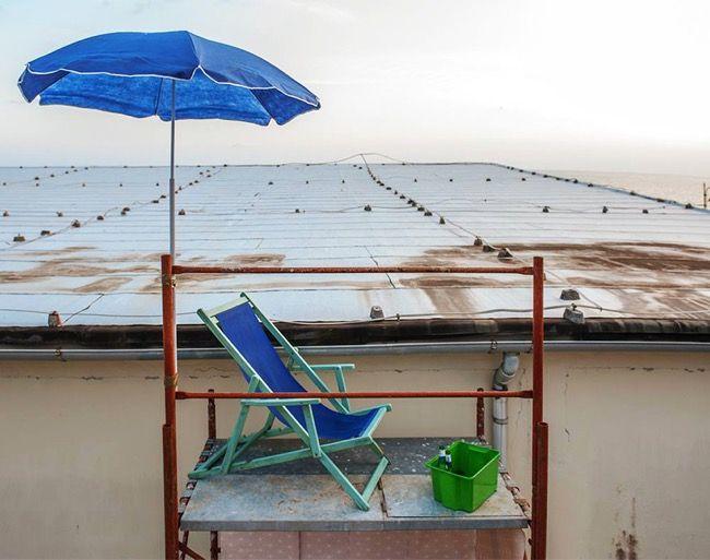 The Italian Street-Artist fra.biancoshock Turns Scaffoldings into Stunning Personal Living Spaces http://restreet.altervista.org/fra-biancoshock-artista-delleffimero/