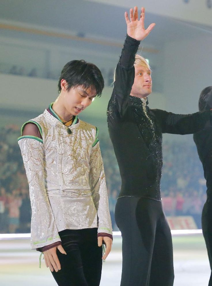 Yuzuru HANYU 羽生結弦 アイスショー「ドリーム・オン・アイス」での演技に納得できずにうなだれる