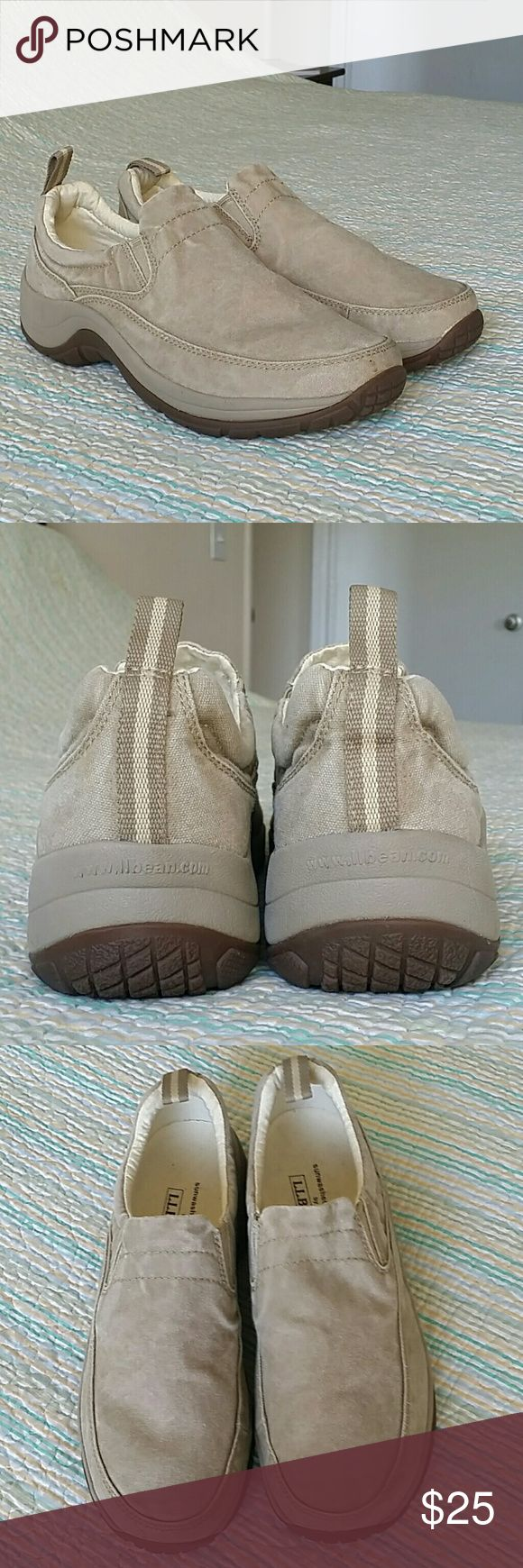 LL Bean Sunwashed Beige Slip On Walking Loafer 10 LL Bean Sunwashed Beige Slip On Walking Athletic Trail Loafers Shoes Wms Sz 10 L.L. Bean Shoes Flats & Loafers
