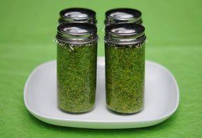 Petrezselyem pesto recept képpel. Hozzávalók és az elkészítés részletes leírása. A petrezselyem pesto elkészítési ideje: 15 perc