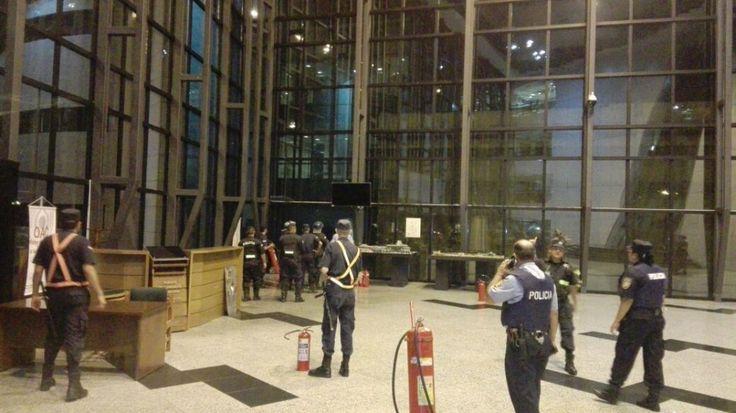 Noche de furia dentro y fuera del Congreso Nacional - Fotos - ABC Color