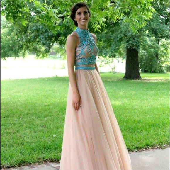 Sherri Hill 11225 Turquoise and Nude Formal Dress Absolutely gorgeous size 4 Sherri Hill dress. The dress is two pieces- an intricately beaded slightly cropped top and tulle ballroom skirt. Worn once for just a few hours. The dress is unaltered and has no flaws. Sherri Hill Dresses Prom