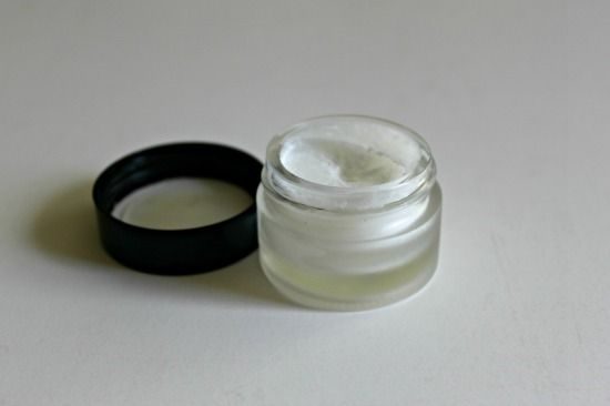 Coconut oil and vitamin E oil; Homemade Eye Cream for pennies -- 2 ingredients! Benefits:reduce darkness under eyes,and minimize fine lines and wrinkles.