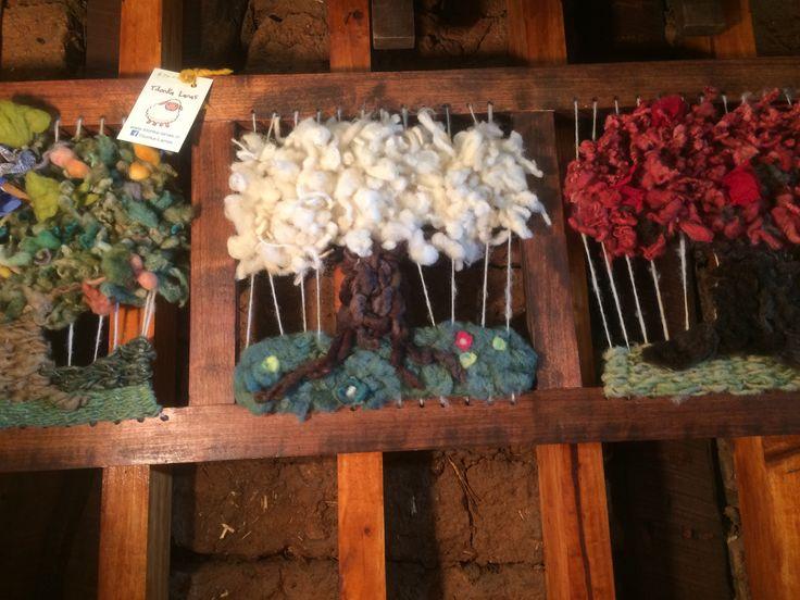 Árboles de distintas temporadas en marco de madera de Tilonka Lanas. CLP 50.000