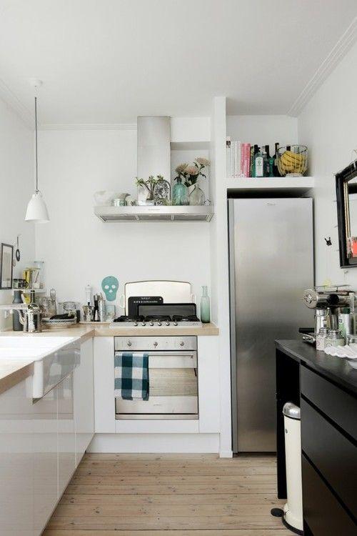 Kleine keuken, maar ruimte goed benut.