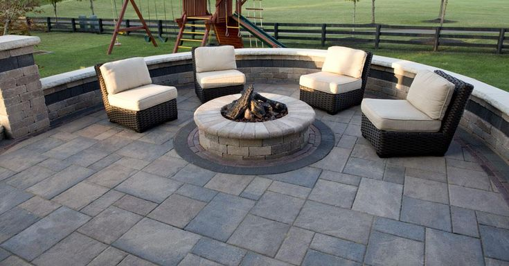 Beacon Hill Flagstone | Unilock.com Would like to fill the curve in with one big couch.