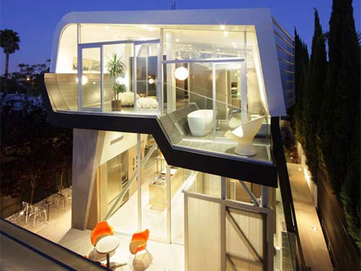 House with Sculptural Architecture