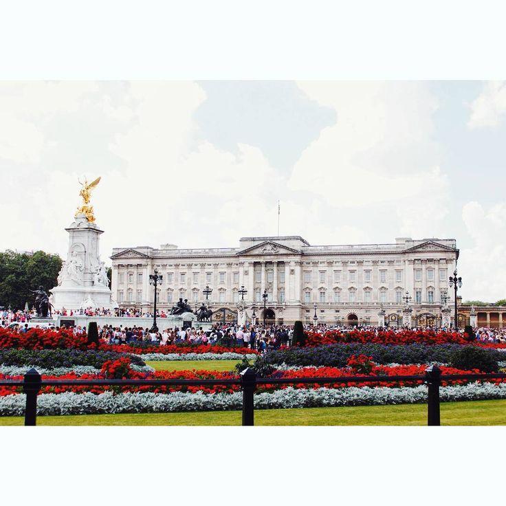 #buckinghampalace #palace #buckingham #westminster #london #england #vsco #vscocam #instahub #instagram #instashot…