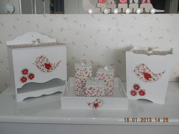 Decoração+de+passarinho+de+cristal+e+tecido+floral+com+branco,+pode+ser+feito+com+outras+cores+e+estampas.+Vendidos+separadamente. R$ 568,70