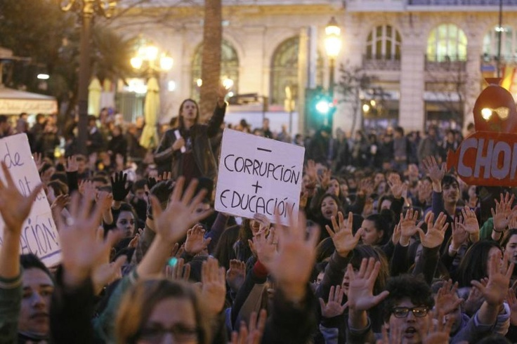 """""""Less corruption, more education"""" Student demonstration at #valencianspring"""