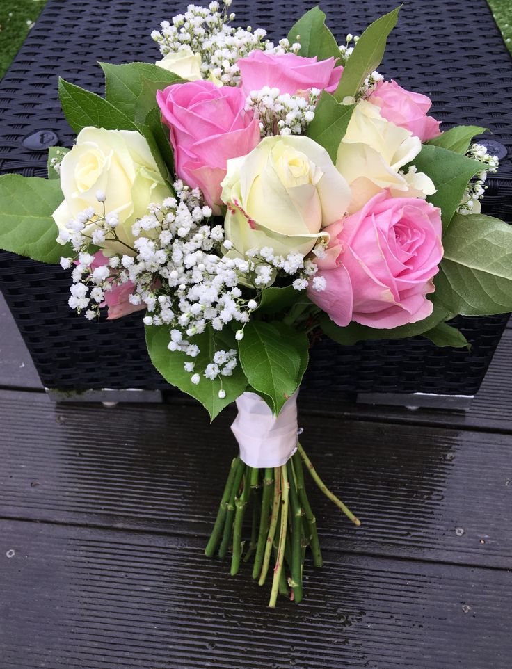 Brides bouquet in beautiful pink and white roses