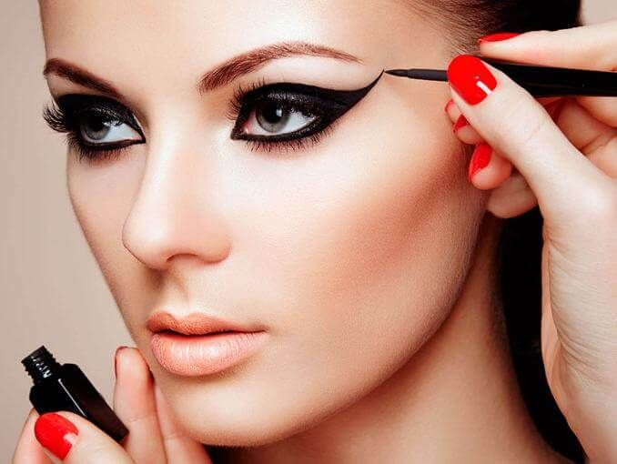 Como Delinear los Ojos Como Una Experta y Paso a Paso