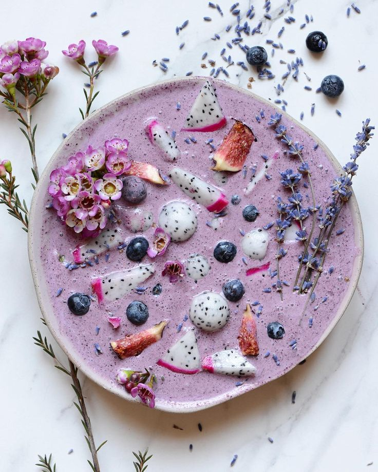smoothie: blueberries, peaches, frozen bananas, green apples  toppings: dragon fruit, blueberries, figs, and edible flowers / flower petals
