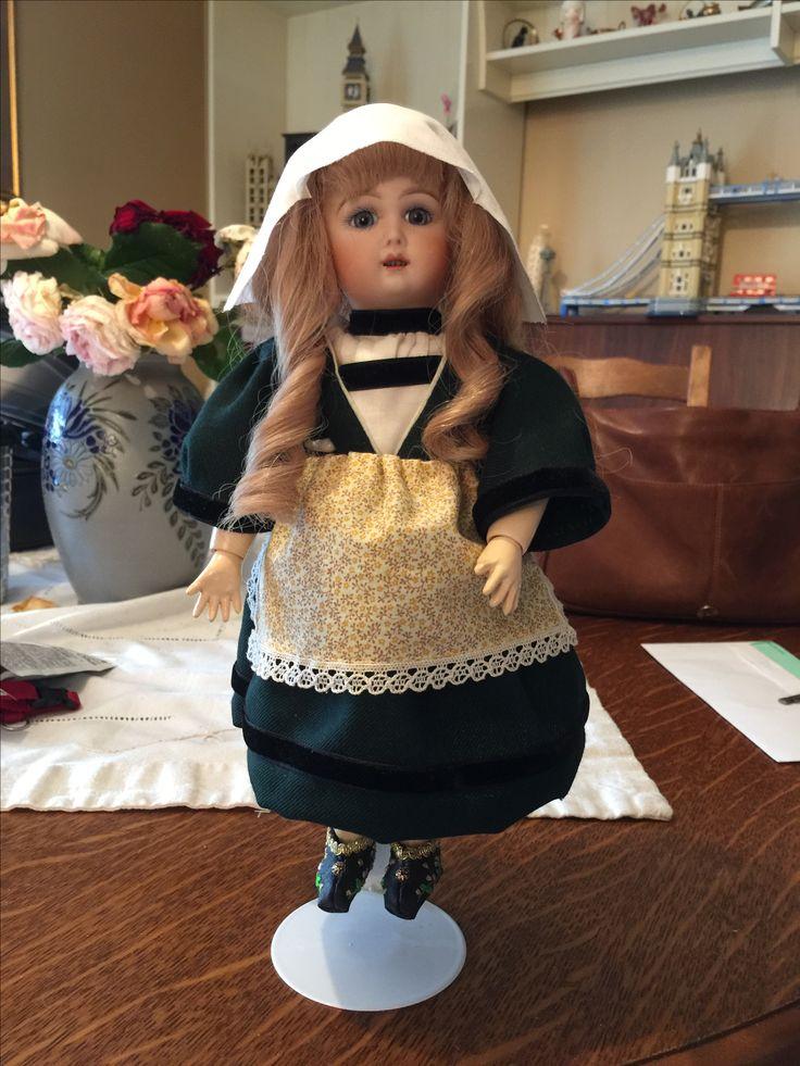 Bleuette dans son costume de Bécassine entièrement fait maison