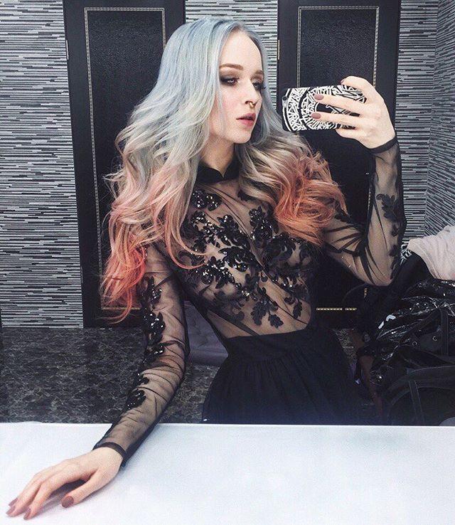 Недавно прошла рекламная съёмка  с участием прекрасной @albertaberlin под объективом профессионала своего дела @nikolasverano  Одно удовольствие творить локоны с таким цветом волос! Скоро на билбордах в метро😉 Ждём 👏👏 #светланакашанская #стилиствизажистспб #фотосьемка #фотосессияспб #рекламаспб #локоныспб #hairstyle #buongiornostudio #makeup #красиваядевушка #текстураволос #селфимся #альбертаушакова #моделька