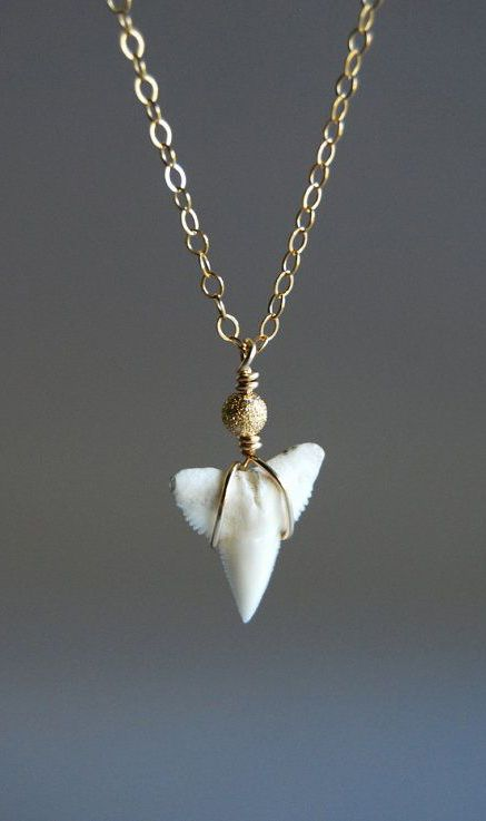 Mano Jr. necklace tiny gold shark tooth