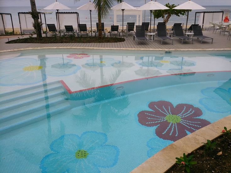 We are completely fall in love with the #AzulSensatoriJamaica hotel where our #glassmosaics take part in the #pool #design!