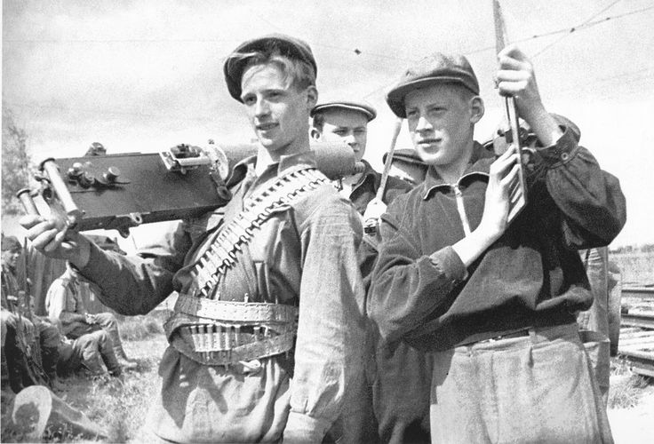 Young workers training at the firing range, Leningrad 1941