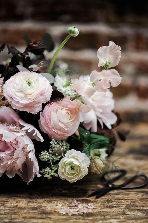 Le livre Tables Fleuries de Nessa Buonomo http://www.vogue.fr/mariage/inspirations/diaporama/le-livre-tables-fleuries-de-nessa-buonomo/23790#le-livre-tables-fleuries-de-nessa-buonomo-6