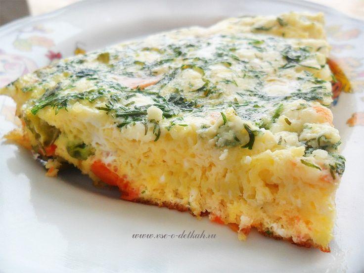 Омлет с творогом: белковый завтрак!   На 100 грамм - 103.21 ккал Б/Ж/У - 12.62/4.92/1.59    Ингредиенты:  Творог обезжиренный - 50 г  Яйцо - 1 шт  Молоко 1% - 1 ст. л  Соль - по вкусу    Приготовление:  На сковороде разогреть масло. В миске взбить яйца с солью и молоком.  Вылить яичную смесь на сковороду. Когда омлет поджарится снизу, выложить на него творог и сложить омлет напополам или завернуть трубочкой. Готовить еще 2-3 минуты, а затем снять с огня.    Приятного аппетита!
