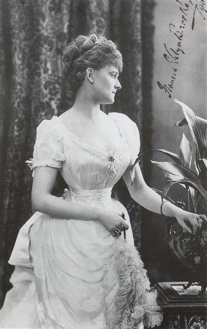 Victorian fashion: 1890 Countess Warwick
