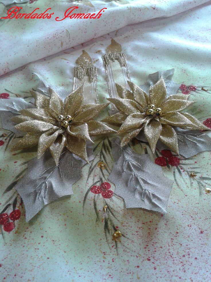 Camino de mesa navideño  Flores de cinta lurex  Fondo salpicado pintura textil