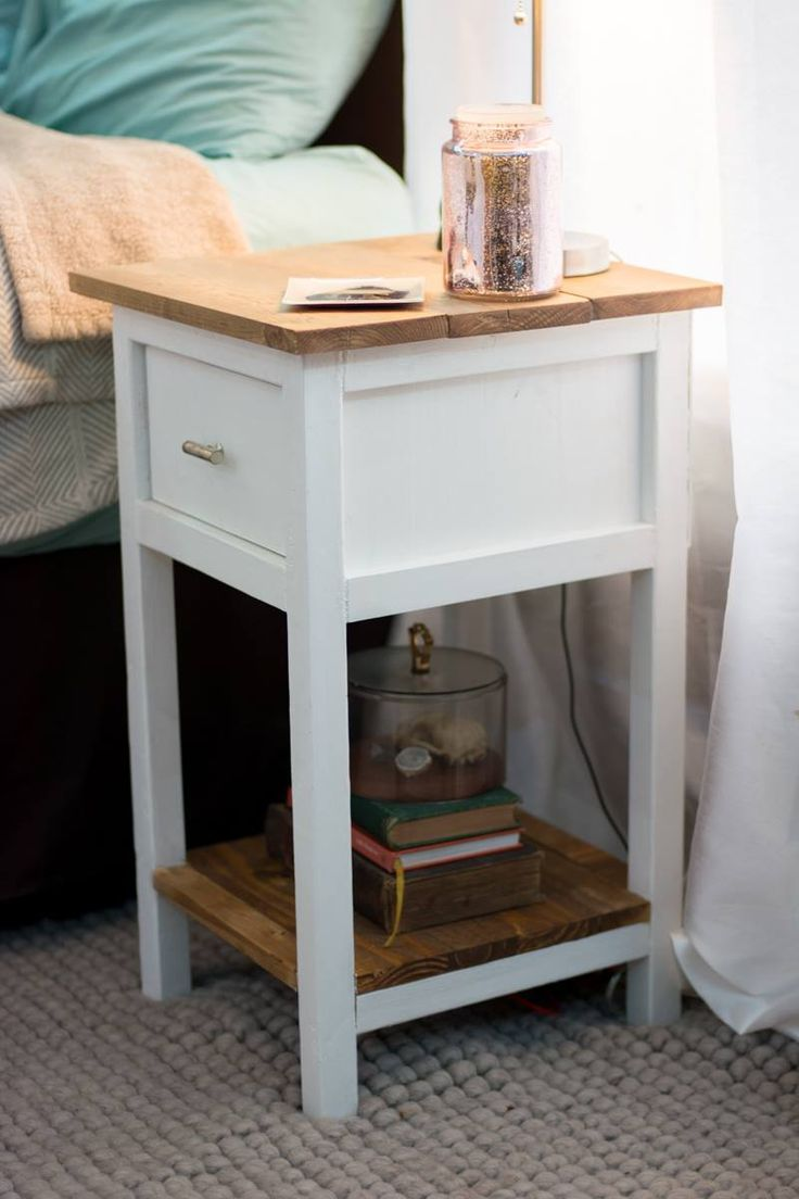 Farmhouse Sidetable   DIY Projects