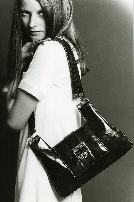 Jousi-laukku #käsilaukut #muoti #1960luku