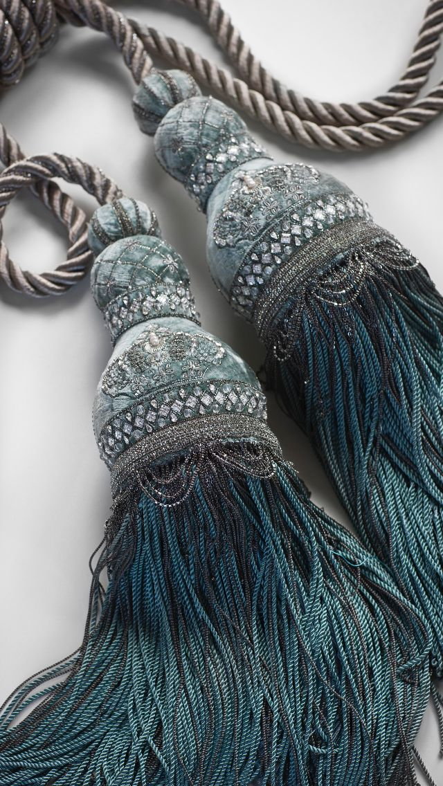 The Bianca tassel tie back creates a look of delightful opulence, decorated with bands and crowns of delicate crystals and jewelled swags.
