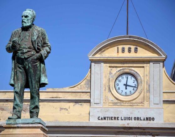 Statua di Luigi Orlando nel Cantiere Navale di Livorno #lakecomoville