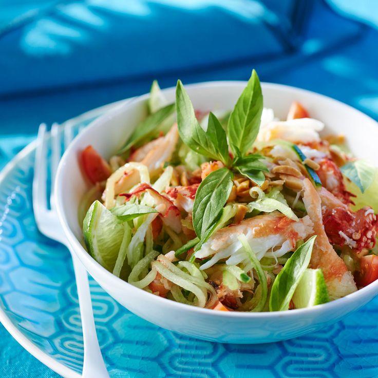 Découvrez la recette Salade de tourteau au basilic thaï sur cuisineactuelle.fr.
