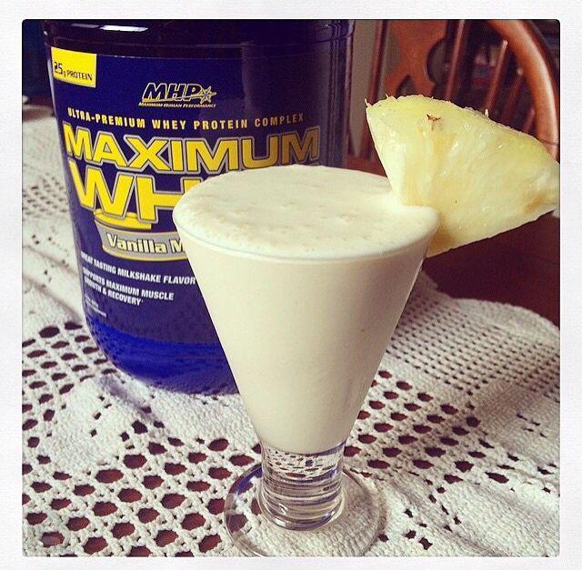 Super drink para refrescar! 1 iogurte 1 fatia de abaxi congelado (picar em cubinhos e deixar mo freezer por 4hrs ou +) 4 pedras de gelo  1 scoop de whey- baunilha Bate tudo no liqui! :)