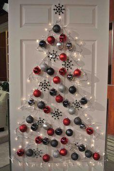 Kein Platz für einen Weihnachtsbaum. Doch! Zaubere mit 3M Command Haken deinen Baum an die Wand. http://solutions.3mdeutschland.de/wps/portal/3M/de_DE/Consumer_Produkte/Home/~/Command-Haken-Transparent-17006CLR-nahezu-unsichtbar-spurlos-abl%C3%B6sbar-6-Haken-inkl-8-transparenter-Command-Strips-Gr%C3%B6%C3%9Fe-S?N=7584403+3293363358+3294529170&rt=d